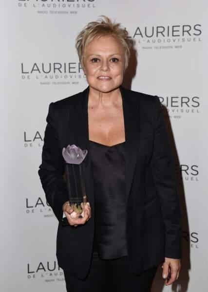 Malgré plus de 30 ans de carrière, Muriel Robin n'a jamais été distinguée en France