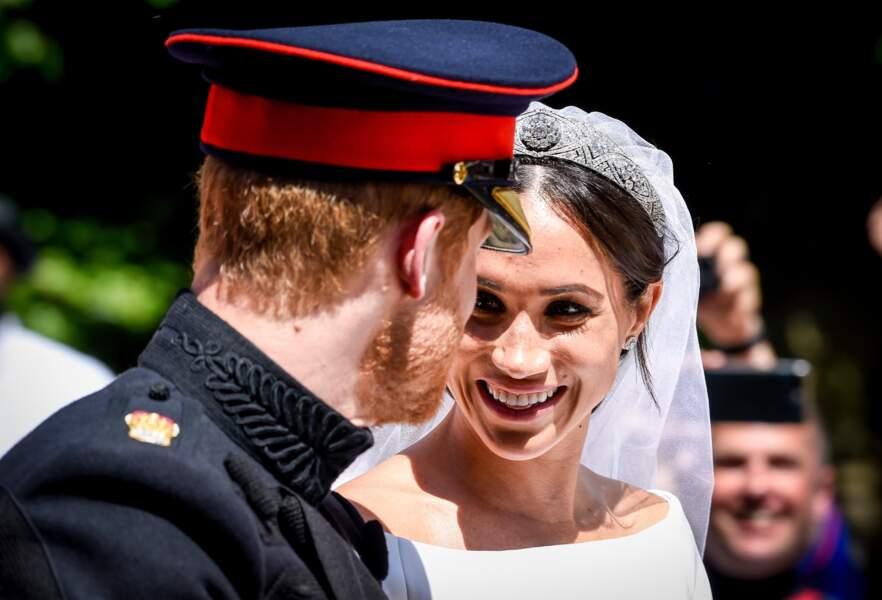 Le duc et la duchesse de Sussex, en calèche à la sortie du château de Windsor après leur mariage...