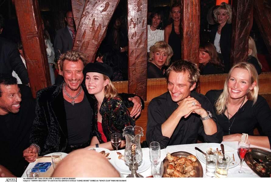 Johnny Hallyday avec Laeticia, David, Estelle et Lionel Richie à Paris en 1998