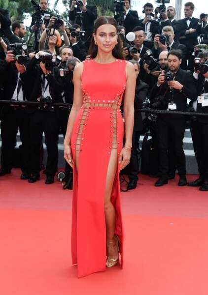 Irina Shayk sur le tapis rouge du festival de Cannes jeudi 10 mai 2018