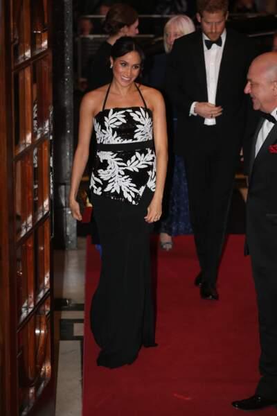 Meghan Markle sublime en robe de soirée à la soirée Royal Variety Performance à Londres le 19 novembre 2018.