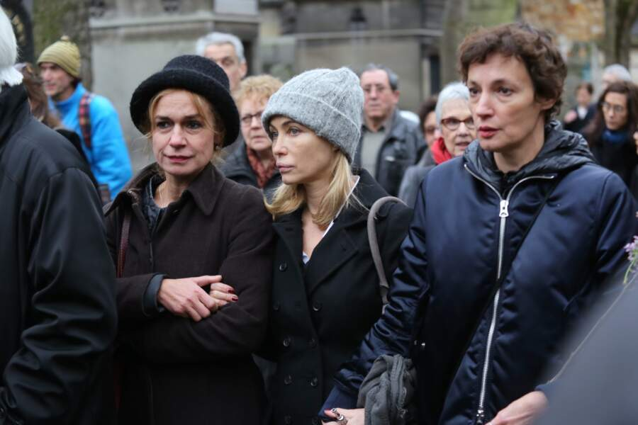 Sandrine Bonnaire, Emmanuelle Béart et Jeanne Balibar, aux obsèques de Jacques Rivette au cimetière de Montmartre