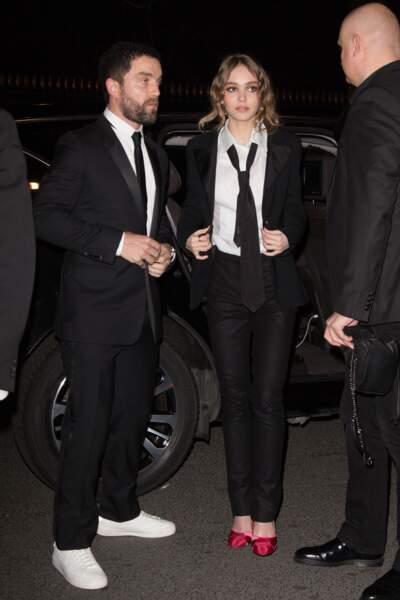 Lily-Rose et son parrain arrivent aux salons Chaumet à Paris