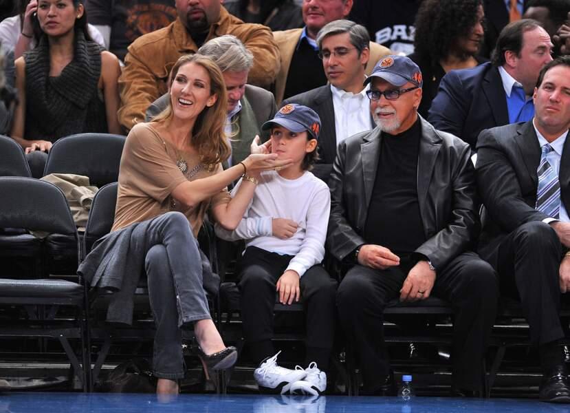 Céline Dion, René-Charles et René Angélil, lors d'un match de basket au Madison Square Garden de New York en 2009