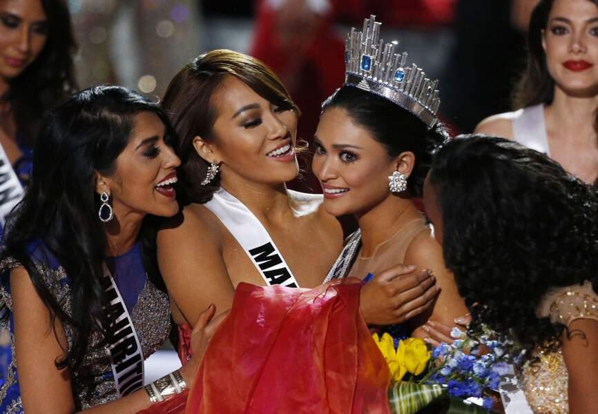 Miss Philippines félicitée par les candidates