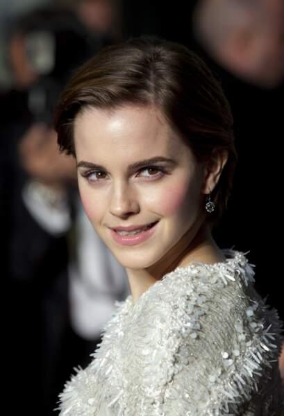 Emma Watson mutine avec les cheveux courts en 2011