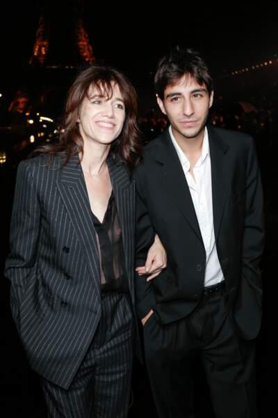 Charlotte Gainsbourg et son fils Ben Attal ont assisté au défilé Yves Saint-Laurent à Paris, le 24 septembre 2019