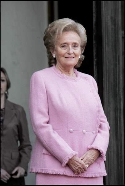 Bernadette Chirac, en tailleur rose pour accueillir le roi Juan Carlos d'Espagne à l'Elysée, en 2006