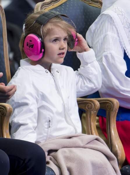 Quand la princesse Estelle a accompagné ses parents, Victoria et Daniel de Suède, à un concert de Heavy Metal