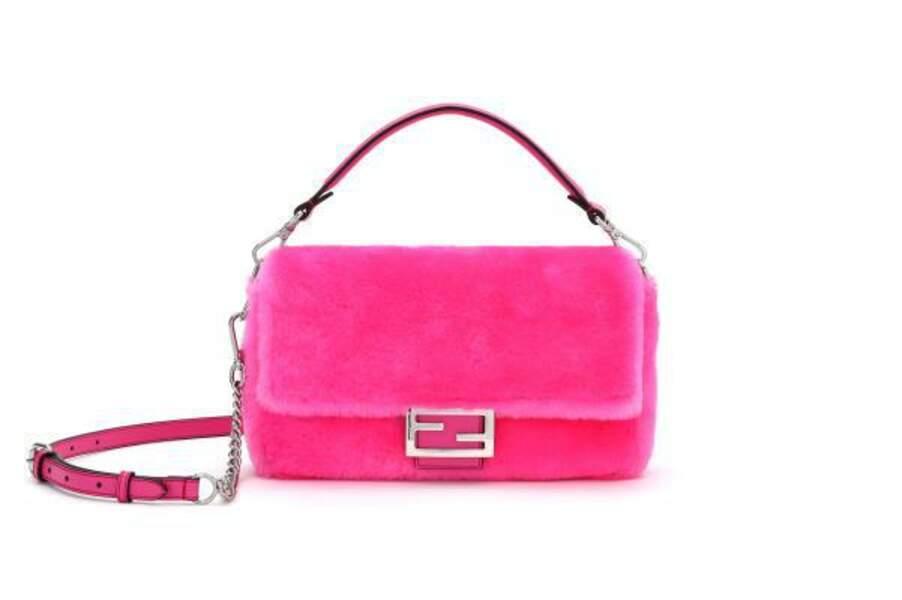 """Le sac Baguette prend ses quartiers d'hiver dans la collection """"Nicki Minaj Prints On"""" de Fendi."""