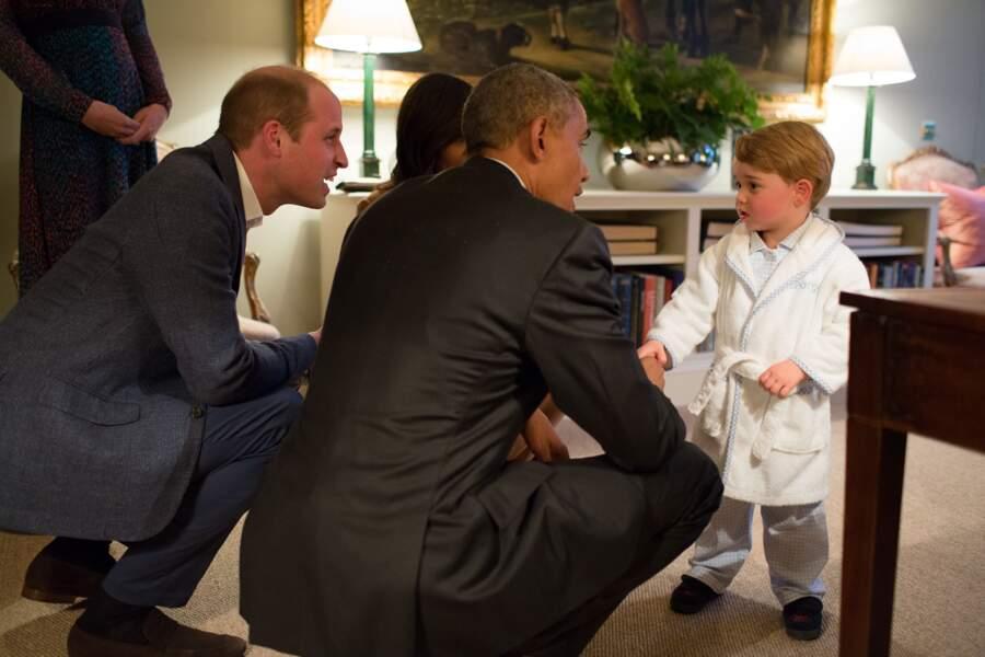 Lorsque le prince George a rencontré Barack Obama, habillé d'un peignoir