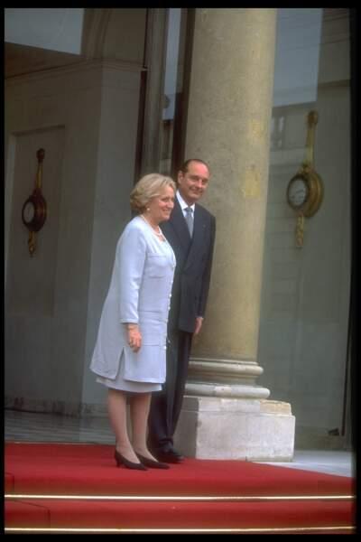 Bernadette et Jacques Chirac sur le perron de l'Elysée le jour de la passation des pouvoirs le 17 mai 1995