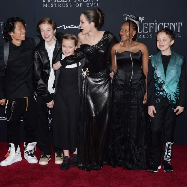 Regard complice entre Pax et sa maman, Angelina Jolie