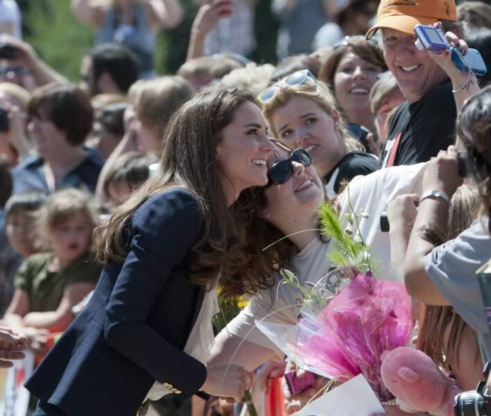 Quand Kate Middleton a fait un selfie avec une jeune femme dans le public lors d'un déplacement au Canada