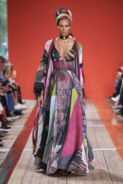 Elie Saab a célébré toutes couleurs dans son défilé pour des looks joyeux, vibrants.
