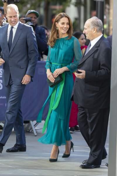 Kate Middleton, très élégante en robe longue pour rencontrer le prince Karim Aga Khan IV.