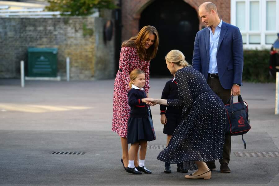 Quand la princesse Charlotte a été accueillie par la directrice de l'école pour la rentrée scolaire 2019