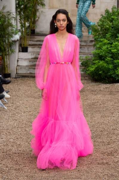 Paul & Joe rend la robe à volants rose fluo ultra sophistiquée.