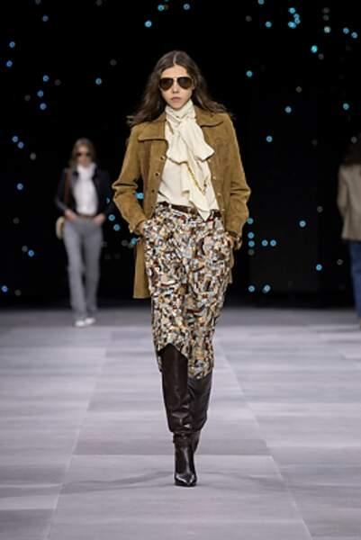 Le marron/beige s'est glissé sur le show Celine, mixé aux motifs rétro mais aussi au jean.