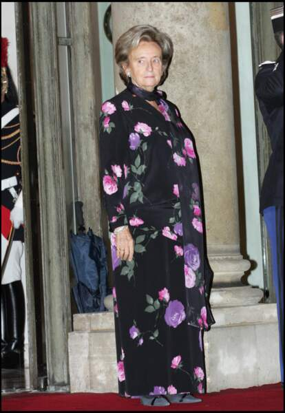 Bernadette en robe longue à imprimé fleuri, lors d'un diner à l'Elysée pour la visite du roi du Cambodge en 2006