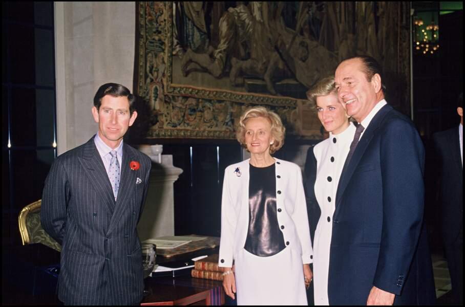 Bernadette et Jacques Chirac avec le prince Charles et Lady Diana à la mairie de Paris, en 1988