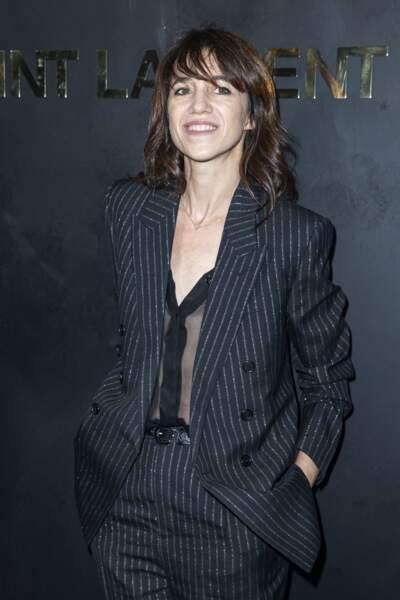 Charlotte Gainsbourg lors du photocall pour le défilé Yves Saint-Laurent, à Paris le 24 septembre 2019