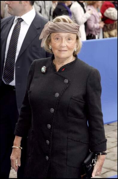 Bernadette Chirac coiffée d'un foulard porté en headband, au mariage du prince Jean d'Orléans à Senlis, en 2009