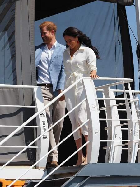 Après douze jours passés en Afrique, le prince Harry et Meghan Markle s'apprêtent à rentrer en Angleterre.