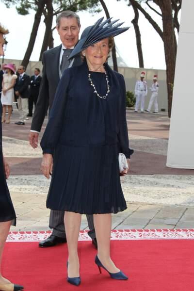 Bernadette Chirac, élégante en ensemble bleu nuit, lors du mariage d'Albert de Monaco en 2011
