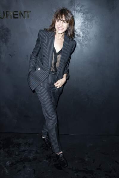 Charlotte Gainsbourg dans un look androgyne, le 24 septembre 2019 à Paris au défilé Saint-Laurent