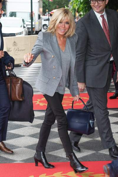 Brigitte Macron devant l'hôtel 'The Pierre' à New York