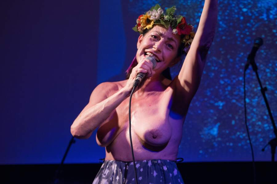 Lio topless pour les 10 ans des Femen