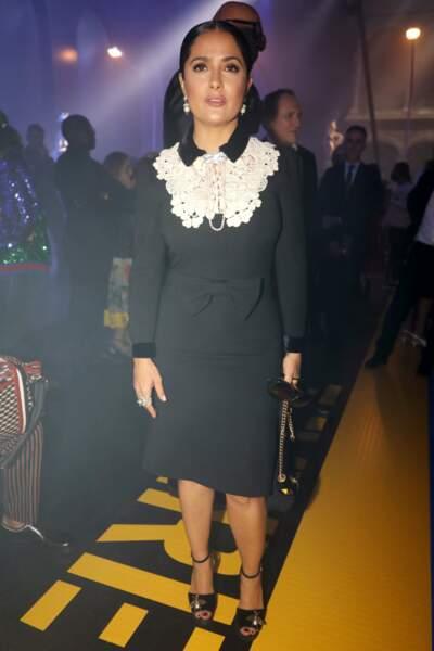 Salma Hayek Pinault très chic en front row du défilé Gucci à Milan
