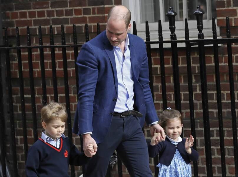 Le prince William amène George et Charlotte à la maternité pour qu'ils rencontrent leur petit frère né le 23 avril