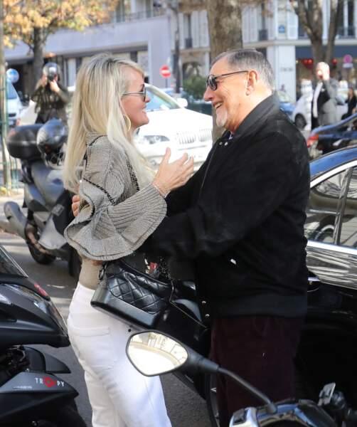 Jean-Claude Camus dépose Laeticia Hallyday chez son avocat