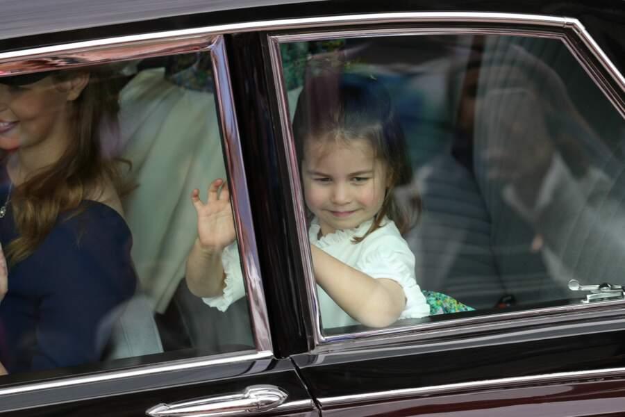 La princesse Charlotte arrive à la chapelle Saint George
