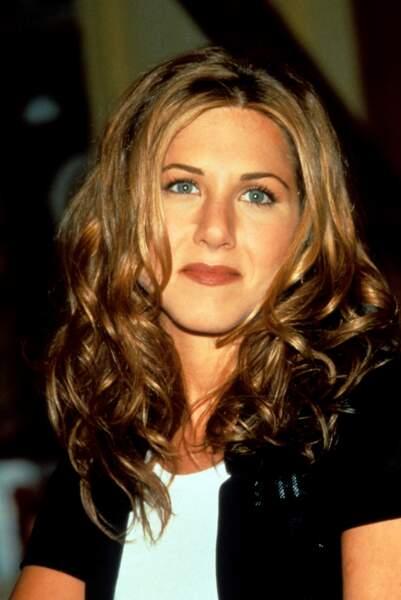 1998, Jennifer Aniston avec un carré mi-long très ondulé