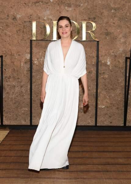 Emmanuelle Seigner était toute de blanc vêtue lors du défilé Croisière 2020 Dior à Marrakech.