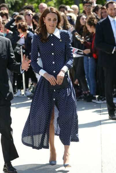 Kate Middleton met très rarement des robes si transparentes et ouvertes sur ses jambes, signe qu'elle se lâche ?