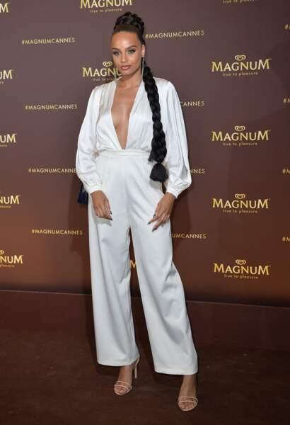 """Alicia Aylies (Miss France 2017) avec un décolleté magnifiqueau photocall de l'after party """"Magnum x Rita Ora"""""""