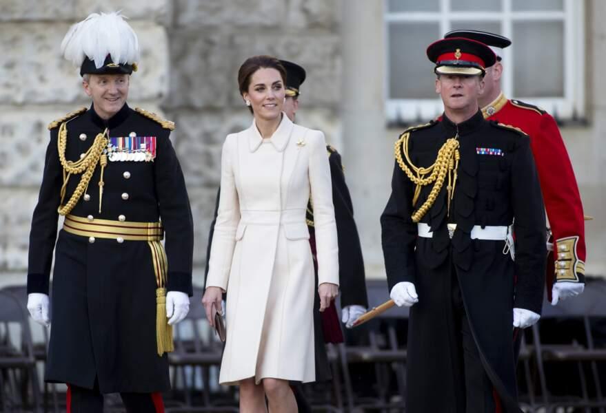 Kate Middleton recycle un des ses manteaux fétiches signés Catherine Walker