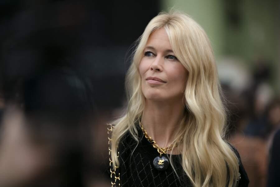 Claudia Schiffer ravissante pour rendre hommage à Karl Lagerfeld