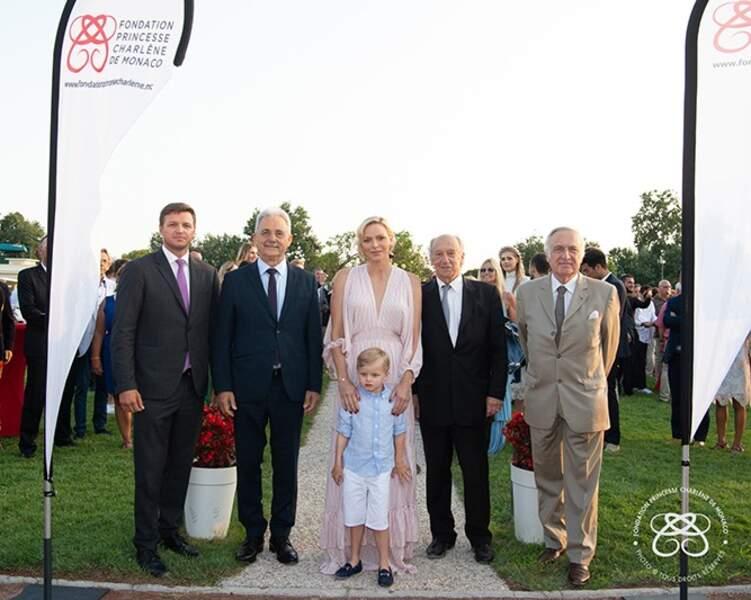 Charlène de Monaco entourée notamment de son fils Jacques et de son frère Gareth Wittstock (tout à gauche)