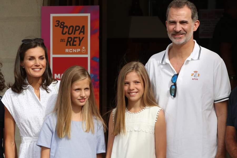 Joli portrait de famille pour Letizia d'Espagne, Felipe VI et leurs deux filles en vacances