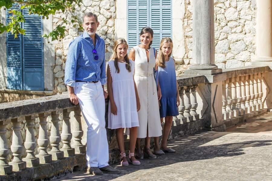 Letizia et Felipe d'Espagne ont profité d'une journée ensoleillée avec leurs filles à Majorque