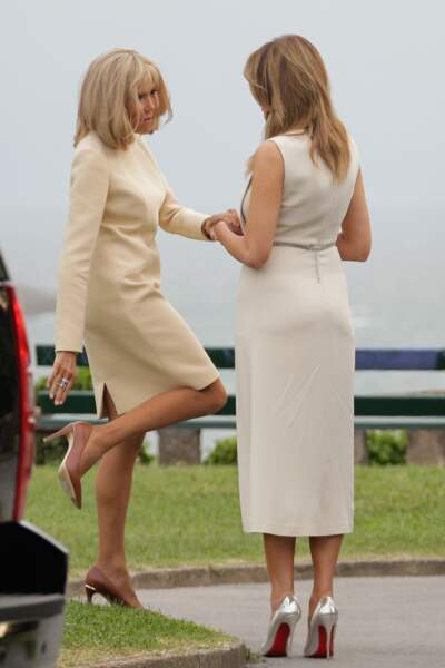 Melania Trump et Brigitte Macron superbes en robe crème