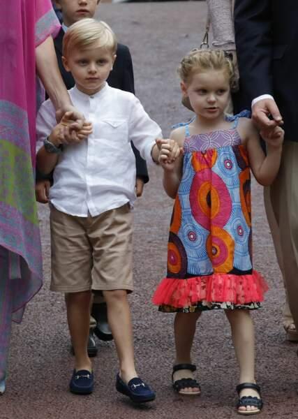 Le prince Jacques et la princesse Gabriella sont apparus main dans la main