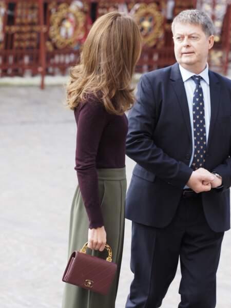 brushing impeccable, tenue chic et colorée, Kate Middleton est sublime