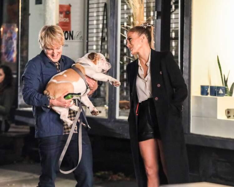 Face à cette situation (très) embarrassante, le personnage de J.Lo choisit un homme au hasard (incarné par Owen Wilson) pour qu'il devienne son mari.