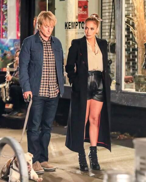 """Jennifer Lopez a été aperçue avec  Owen Wilson sur le tournage du film """"Marry Me"""" à New York, le 11 octobre 2019."""